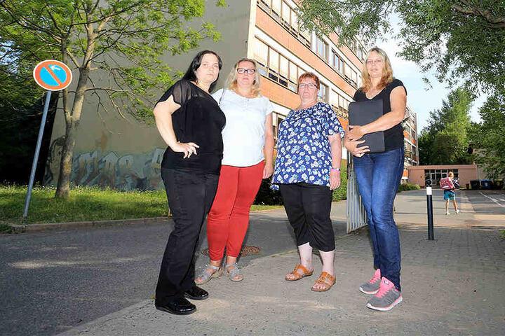 Der Sprachheilschule droht das Aus. Peggy Schumann (Elternrat), Solveig Kempe (36, CDU), Angela Müller (53, Linke) und Simone Lippmann (Elternrat) wollen um die Einrichtung kämpfen.