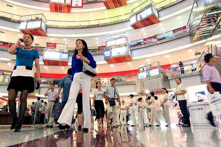 Vor allem im Internet, aber auch in Chinas Einkaufszentren wird am 11.11. viel geshoppt.