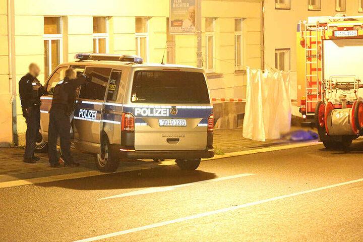 Ein 19-Jähriger wurde in der Siegener Straße in Plauen tot in einer Blutlache gefunden.