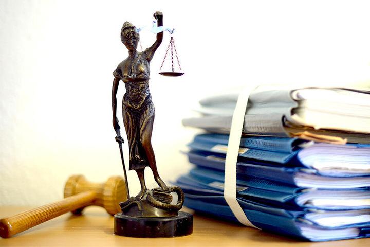 Das Gericht verurteilte den Angeklagten.