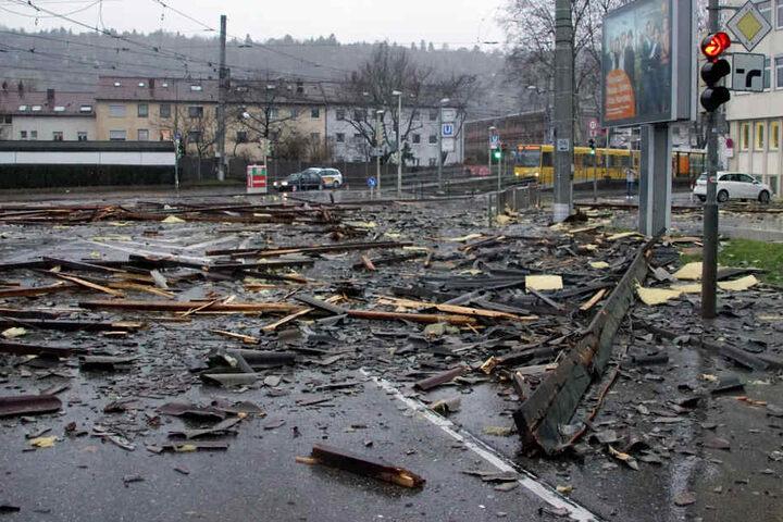 Auch in Stuttgart sorgte das Sturmtief für Schäden. Trümmer blockierten den Stadtbahn-Verkehr.