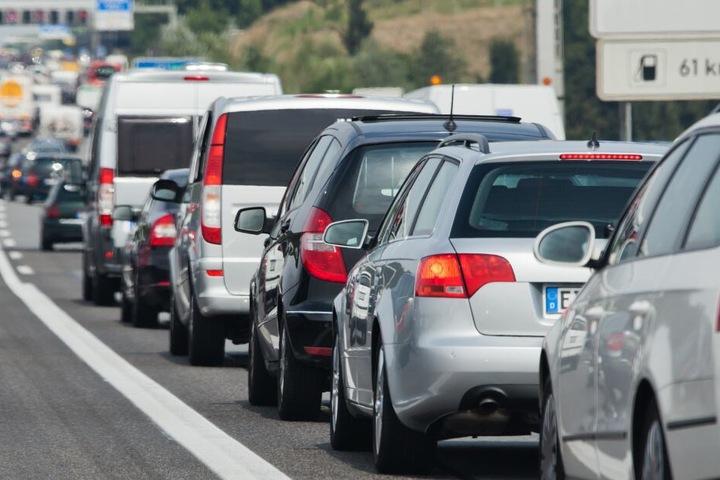 Es kann zu Staus und Verkehrsbehinderungen kommen. (Symbolbild)