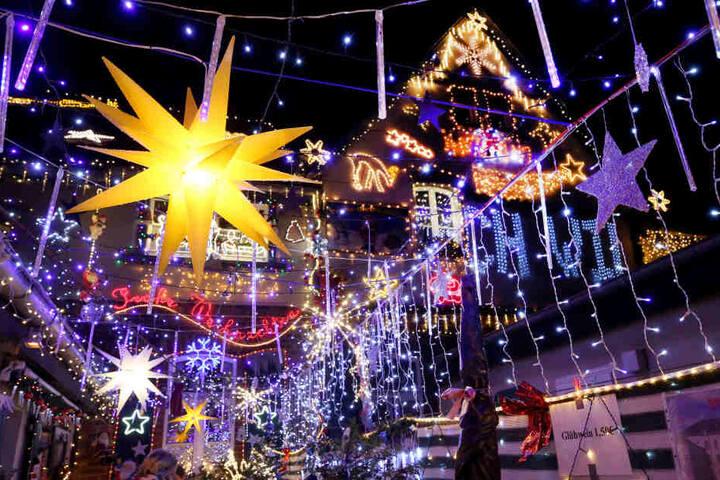 Fünf Wochen lang leuchtet das Moerser Weihnachtshaus.