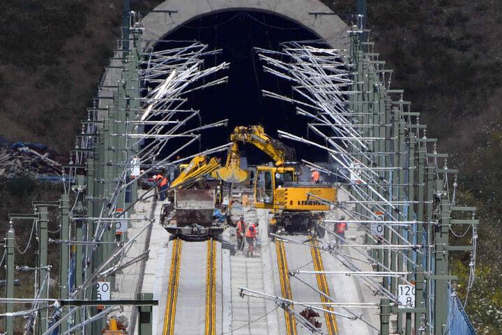 Wenn die neue ICE-Strecke fertig ist, kommen Reisende in vier Stunden von Berlin nach München.