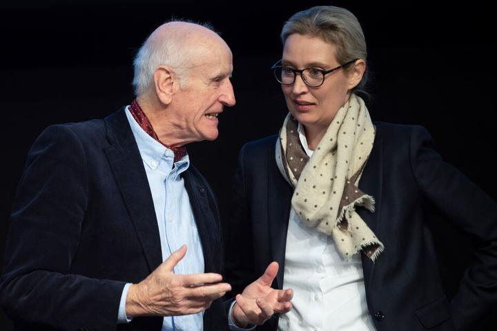 Albrecht Glaser, stellvertretender Bundessprecher der Partei, unterzeichnete den Appell, Alice Weidel, Fraktionsvorsitzende, nicht.