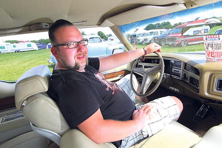 Platz satt: Im geliebten Buick sitzt Hackel bequem wie auf der heimischen Couch.