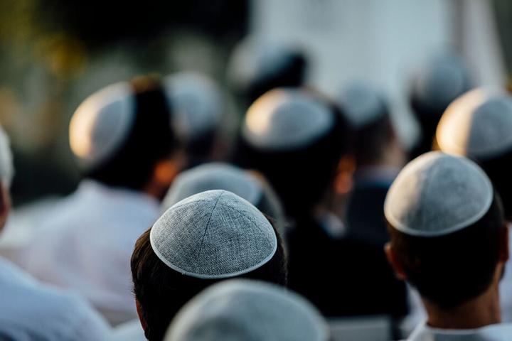 Am S-Bahnhof Nikolassee wurde ein 19-Jähriger antisemitisch beleidigt. (Symbolbild)
