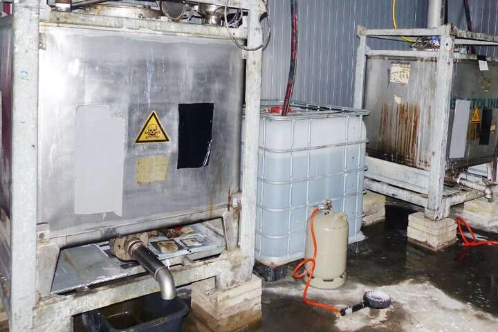 35.000 Liter Chemikalien standen in der Lagerhalle rum.