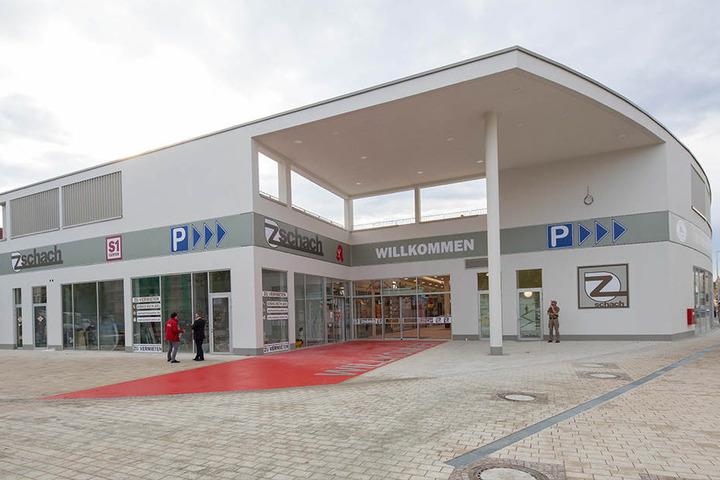 """Das neu eröffnete Einkaufszentrum """"Zschach"""" in Dresden."""