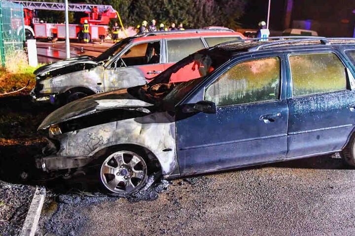 Zuvor hatten schon drei Autos an der Straße gebrannt.