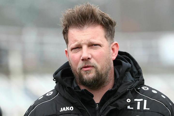 Grimmige Miene bei FCL-Teammanager Björn Joppe: Erstmals seit Ende September (damals 1:3 gegen Chemnitz) verlor der 1. FC Lok wieder ein Heimspiel.