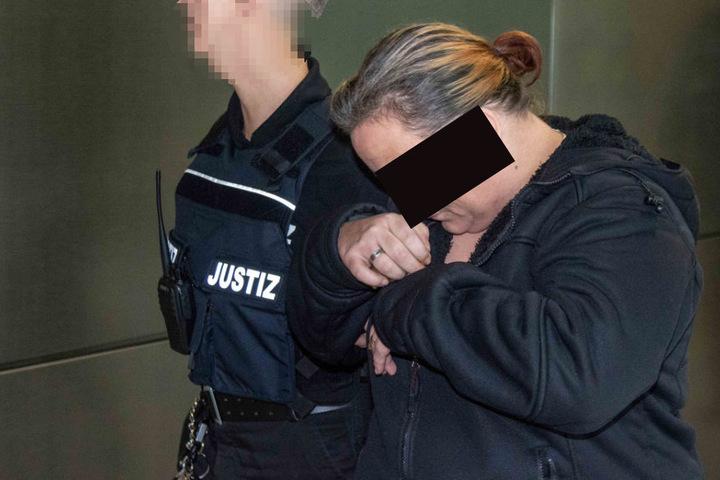 Michaela W. (34) ist die Mutter von Pascal W. Ihr wird vorgeworfen, mit ihren zwei Komplizen eine Frau grundlos gequält und getötet zu haben.