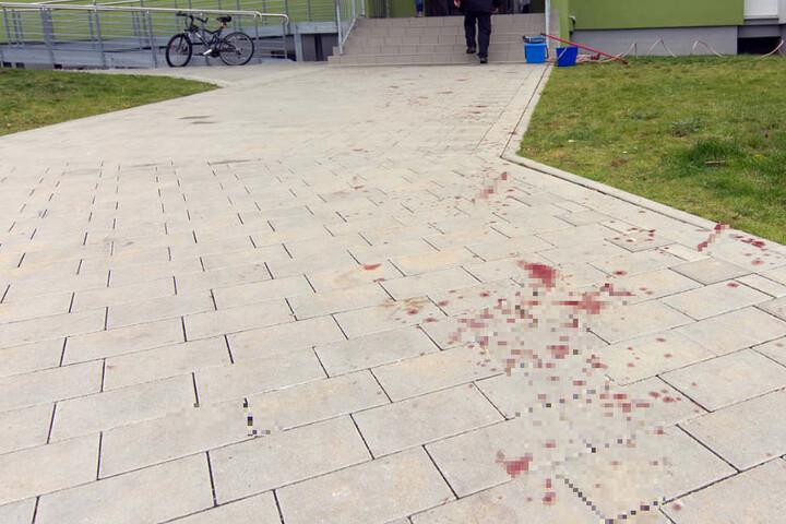 Die Blutspur führte quer über die Mainzer Straße.