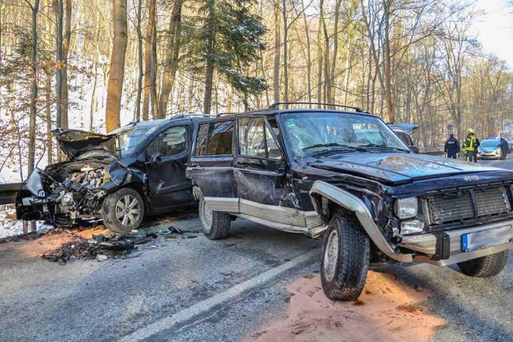 Die Insassen der Autos wurden zum Teil schwer verletzt.