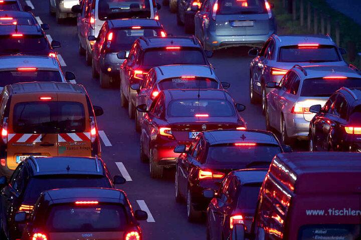 Nach dem Crash wurde die Autobahn gesperrt. (Symbolbild)