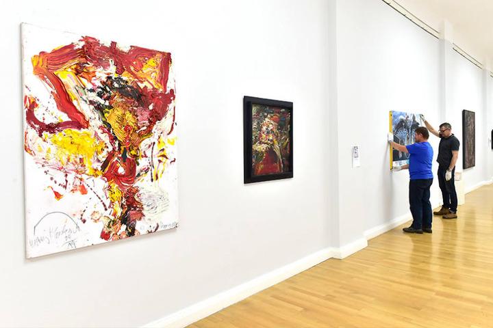 Gezeigt werden neben Werken der Malerei auch Skulpturen.