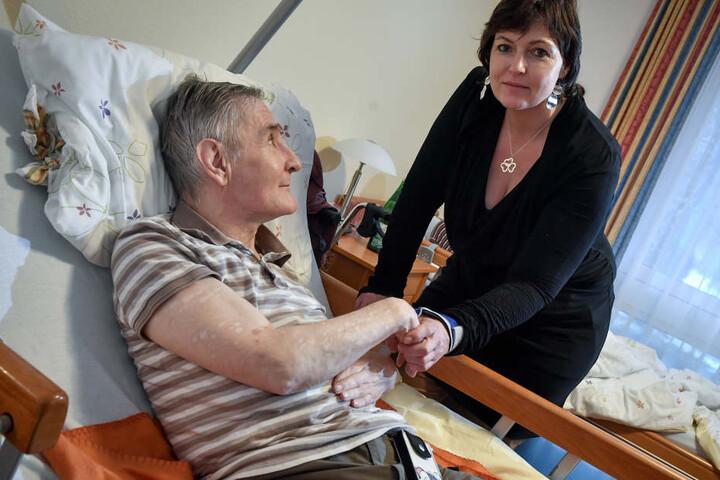 Michaela Rutsatz (47) sorgt sich um Patienten in Pflegeheimen wie Klaus Blankenhagen.