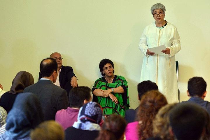 Die Rechtsanwältin Seyran Ates predigt bei der Eröffnung der Moschee.