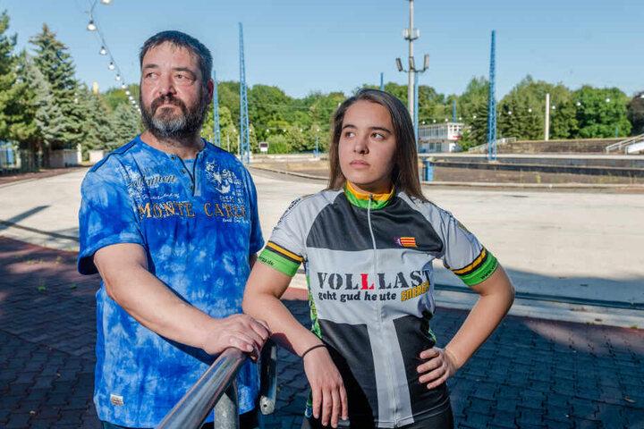 Enttäuscht: Eisschnellläuferin Babett Unger (16) mit Vater Ralf (54).