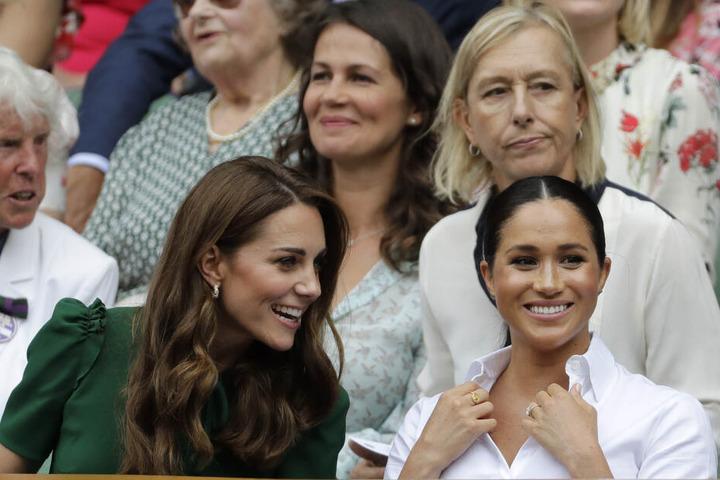 Verstehen sich Kate und Meghan wirklich so gut wie sie es bei öffentlichen Auftritten zeigen? Die fiesen Spekulationen reißen nicht ab.