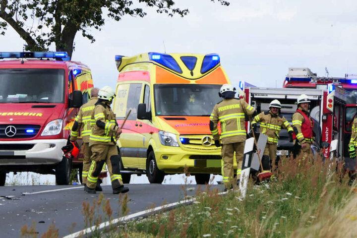 Vier Personen wurden bei dem Unfall verletzt.