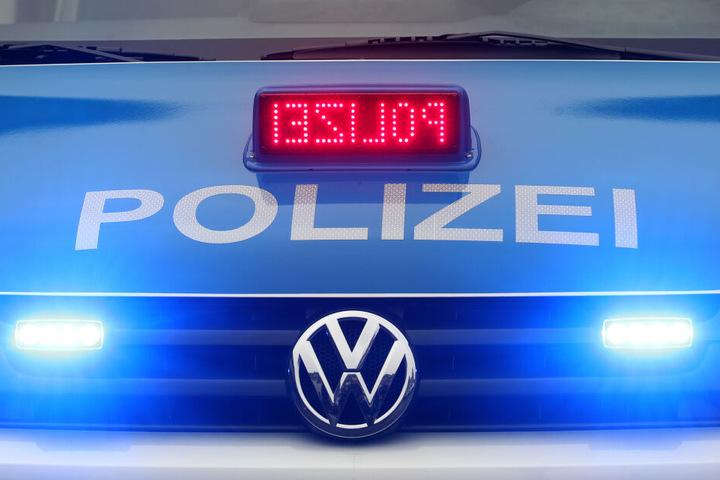Die Polizei ermittelt, ob die Frau Opfer einer Straftat geworden ist.