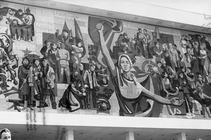 Professor Gerhard Bondzin sprach 1969 zur feierlichen Einweihung des Wandbildes