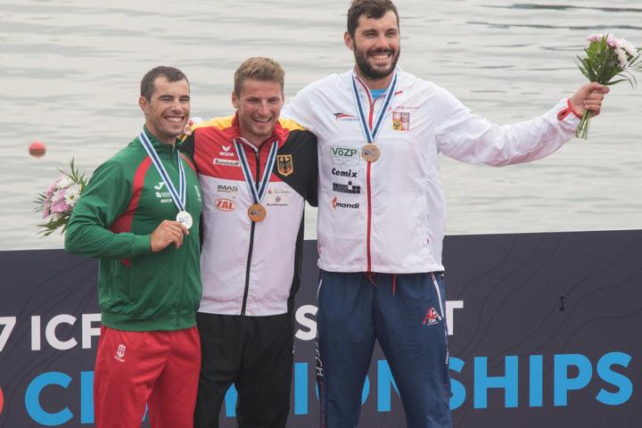 Von Links: Fernando Pimenta, Tom Liebscher  und Josef Dostal auf dem Siegerposdest.