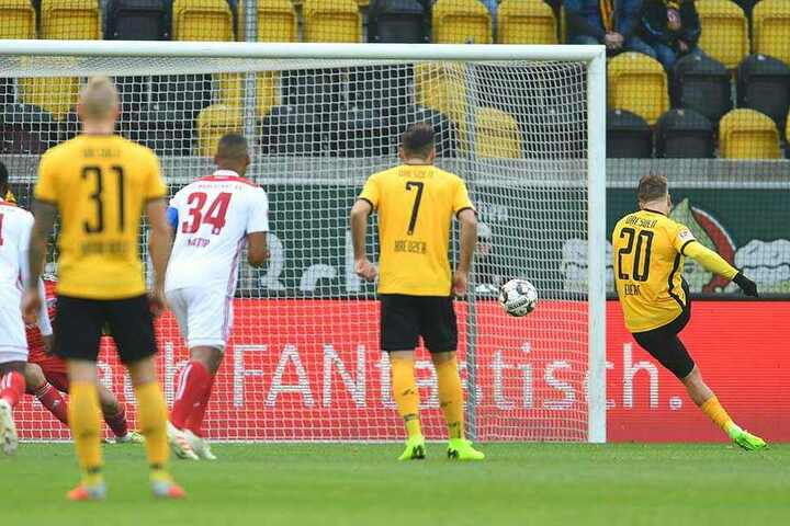 Souverän verwandelte Patrick Ebert den Elfmeter nach Foul an Moussa Koné zum Führung für Dynamo.