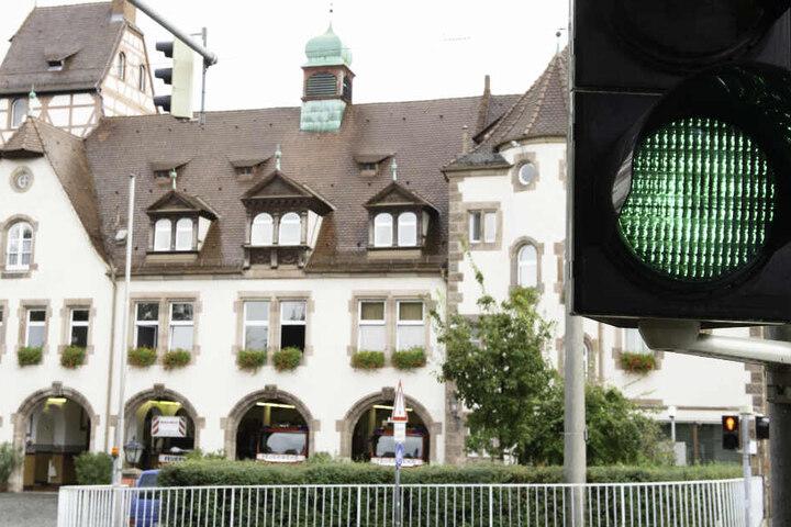 Weil die Stadt Nürnberg Lieferengpässe befürchtet, will sie Ampel-Glühbirnen in Massen horten. (Symbolbild)