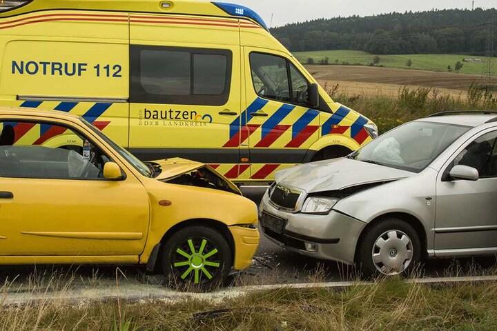 Die Insassen des Nissan wurden leicht verletzt. Nur ein vierjähriges Kind kam mit dem Schreck davon.