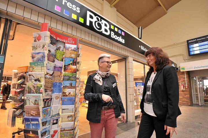 Managerin Stuhr (r.) will dafür sorgen, dass Kristin Geißler vom Bahnhofsbuchhandel noch mehr Nachbarn und Kunden bekommt.