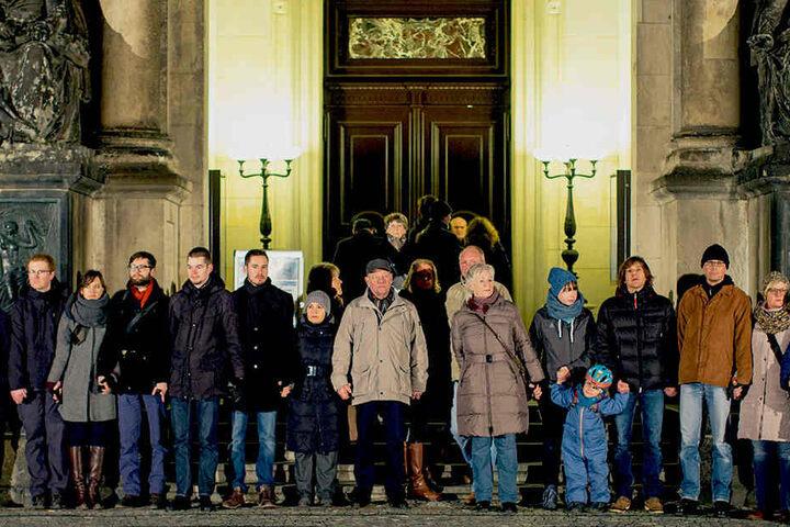 Bereits im vergangenen Jahr bildeten 13.000 Dresdner eine Kette.