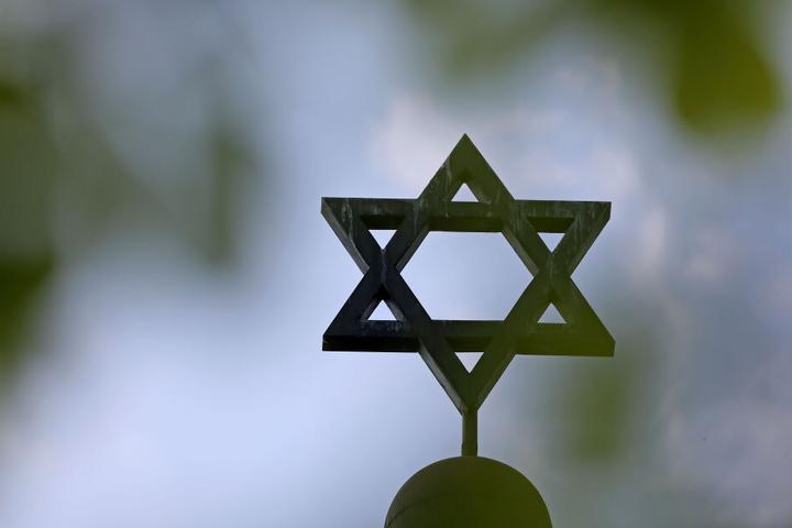 Wurde das Hakenkreuz aus antisemitischen Gründen an die Wand geschmiert?