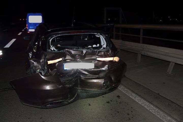 Alle fünf Insassen des Autos wurden verletzt in Krankenhäuser gebracht.