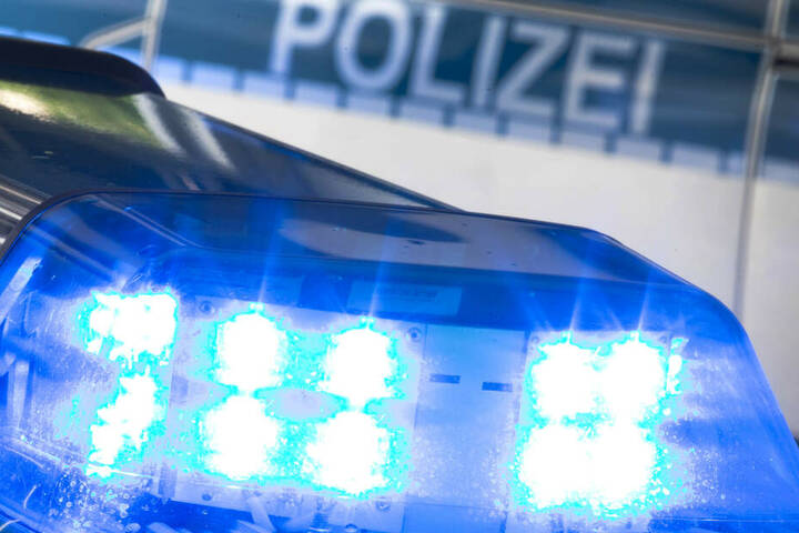 Die Polizei ermittelt gegen den 32-jährigen Steinewerfer (Symbolbild).