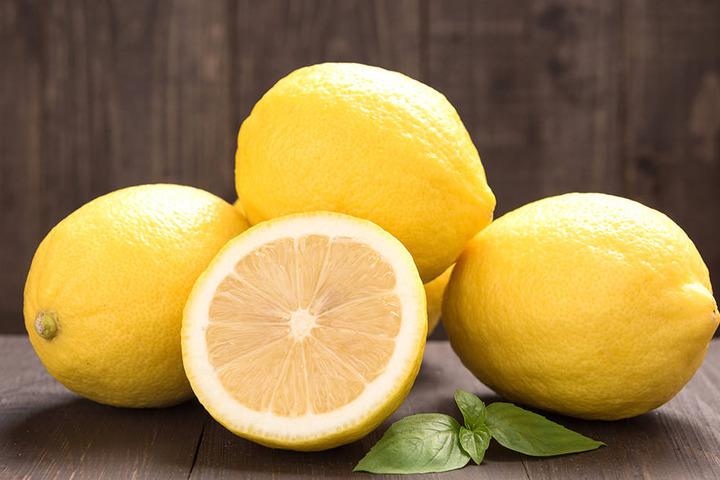 """""""Sauer macht lustig"""", sagt man nach dem Genuss von Zitronen. Für das Milieu der Scheide kann ein saurer Charakter etwas Positives sein."""