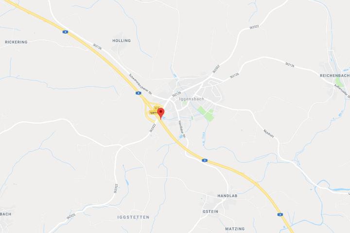 Die Polizei griff die Gruppe an der Anschlussstelle Iggensbach der Autobahn 3 in Bayern auf.