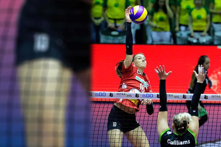 Topscorerin Lena Stigrot gefiel beim glatten 3:0-Sieg des DSC in Aachen mit 16 Punkten im Angriff.