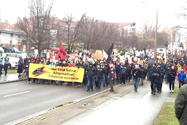 Der Demo-Zug auf dem Weg zur Sachsenarena.