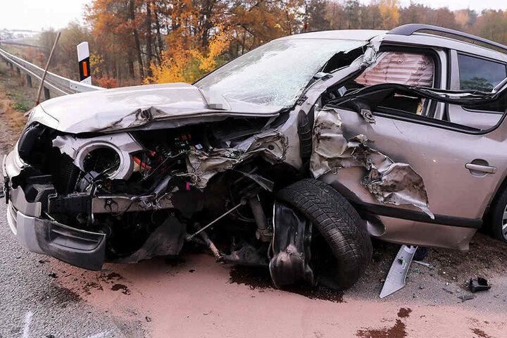 Der Fahrer des Skoda wurde verletzt und musste ins Krankenhaus gebracht werden.