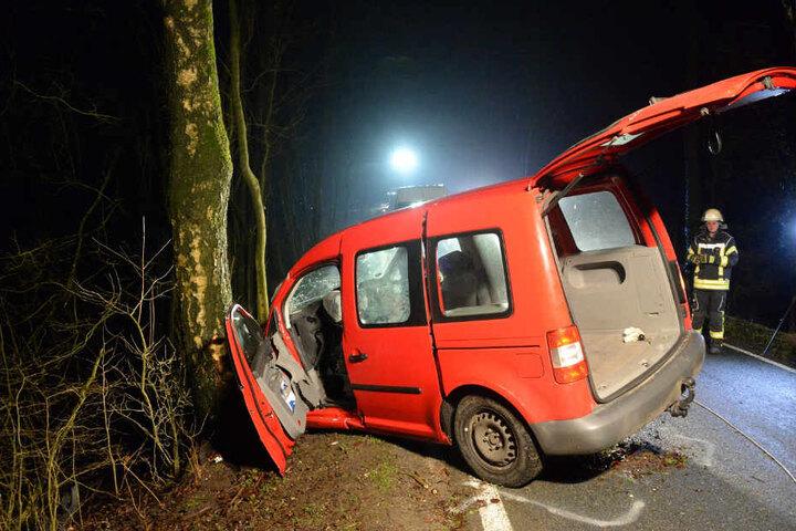 Am Transporter entstand ein Totalschaden.