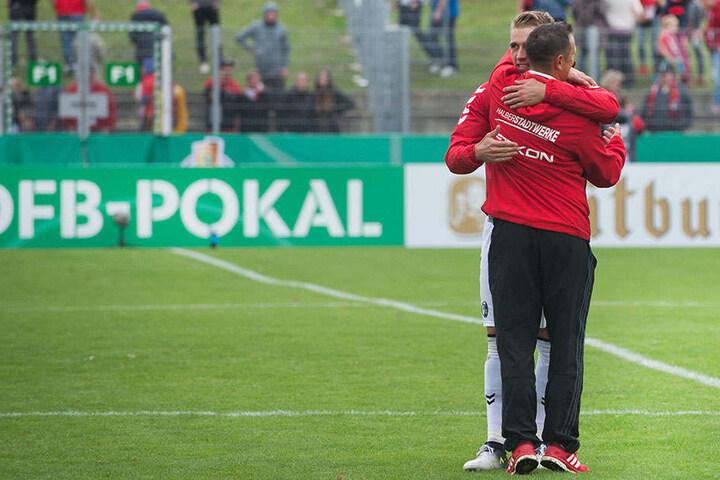 Petersen senior ist Trainer der Germania Halberstadt. Sein Sohn Nils spielte dort zuvor selbst.