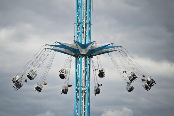 """80 Meter geht es mit dem Kettenkarussel """"The Flyer"""" in die Höhe."""