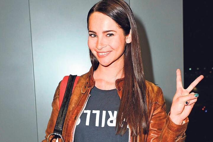 Auf dem Titel des Februar-Playboy - und heute auf dem roten Teppich des  Opernballs: Dschungel-Star Nicole Mieth (26).