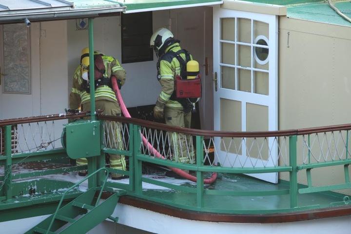 Die Kameraden löschten den Brand auf dem Dampfer Diesbar.