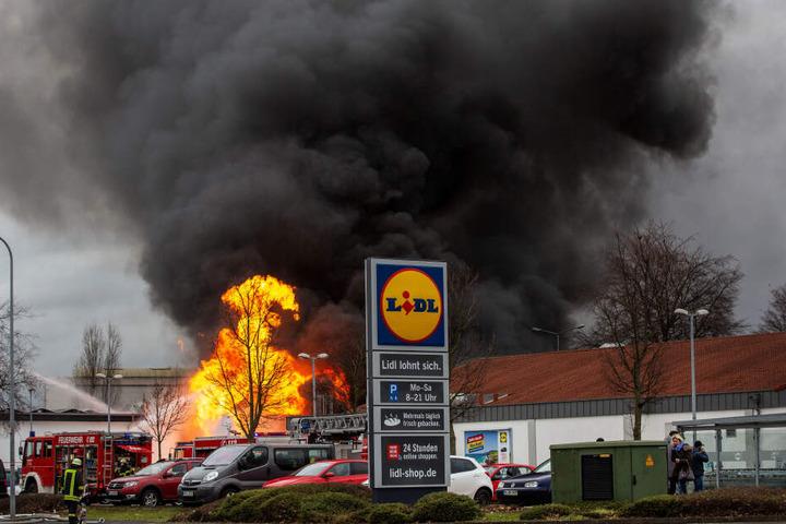 Am Freitagnachmittag war das Feuer größtenteils gelöscht.