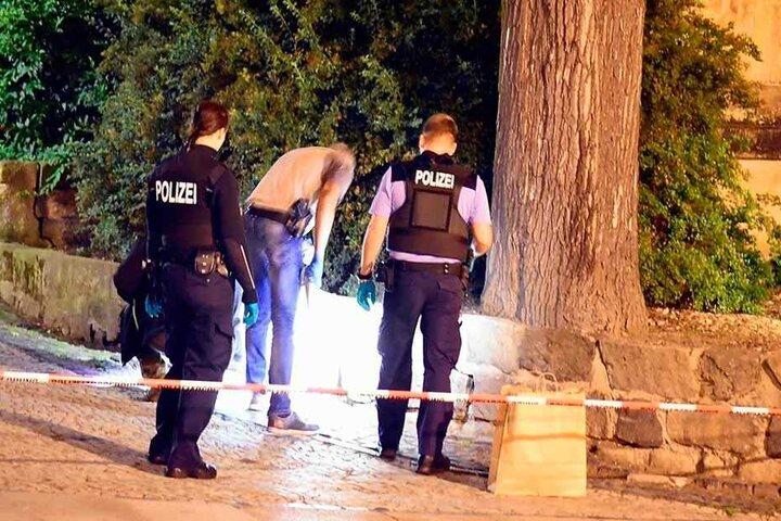 Am Tatort vorm Johanneum in Zittau sicherte die Polizei bis in die Nacht Spuren.