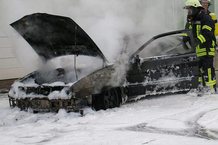 Das Feuer wurde schnell von den Einsatzkräften unter Atemschutz bekämpft.