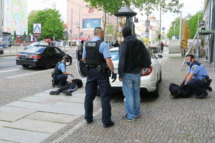 Gegen Mittag schlugen die Beamten zu.